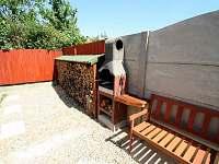 venkovní grill s posezením