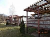 celkový pohled - chatky ubytování Výrovice