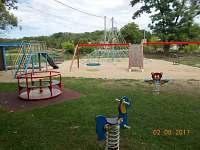 dětské hřiště - chatky k pronájmu Výrovice