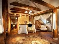 Pokoj z jiného úhlu - Romantický stylový pokoj