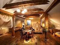 Posezení u televize - Romantický stylový pokoj