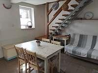 obývací pokoj, schodiště do podkroví - Dolní Bojanovice