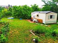 Domek s terasou (starší fotka bez domku na kola) - chata ubytování Znojmo