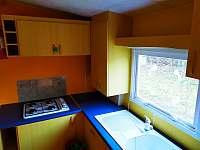 Kuchyně - chata k pronájmu Znojmo