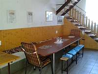 Společenská místnost s posezením - chalupa k pronájmu Dolní Dunajovice