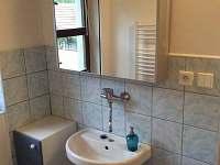 Koupelna se sprchovým koutem a 2x WC