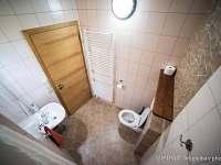 U TŘÍ RŮŽÍ - koupelna v přízemí - Vrbice