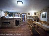 U TŘÍ RŮŽÍ - samoobslužný bar ve vinárně - Vrbice