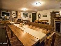 U TŘÍ RŮŽÍ - vinárna - ubytování Vrbice