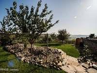 U TŘÍ RŮŽÍ - zahrada - ubytování Vrbice