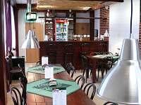 Restaurace U Tomáše - součást budovy  Penzionu