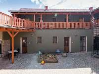 Dvůr - apartmán ubytování Sedlec