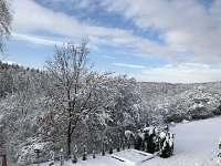 Zahrada pod snehem