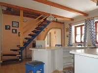 schodiště z kuchyně do podkroví - chalupa ubytování Suchdol