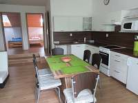 Kuchyně s obývacím prostorem - apartmán k pronájmu Moravská Nová Ves