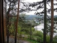 Pohled z okna na rybník Olšovec