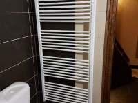 Topení v koupelně - pronájem chaty Lučina