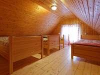 ložnice v podkroví - chatky ubytování Hnanice