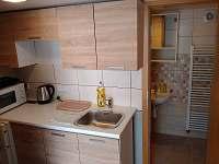 Kuchyňský kout v novém apartmánu