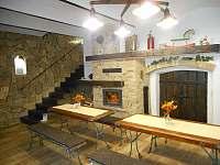 Presúz -příjemné posezení u krbu - apartmán k pronajmutí Zaječí