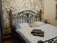 Romantický dvoulůžkový pokoj - pronájem apartmánu Zaječí