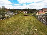 Zahradní plocha - chata k pronájmu Vranová