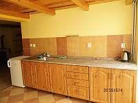 kuchyně suterén - ubytování Perná