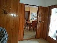 Pohled z chodby do jídelního koutu. - apartmán ubytování Vracov
