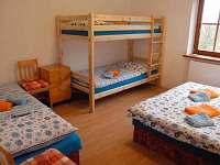 Amálka dvoupatrovka a jednotlivá postel