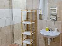 Koupelna v 1. patře - chalupa k pronájmu Drnholec
