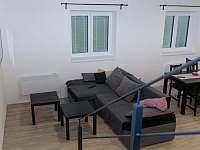 obývací pokoj - chalupa k pronájmu Drnholec