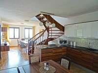 kuchyně se společenskou místností - apartmán ubytování Sedlec u Mikulova