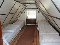 Ložnice v podkroví - pronájem chaty Perná