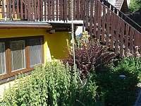 Schody do podkrovní ložnice - chata k pronájmu Perná