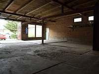 garáže pro vozidla a kola