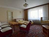 pokoj v přízemí 2 postele, postýlka, možnost 1 přistýlky