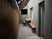 malá terasa za kuchyní