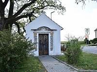 Kaplička v Týnci - chalupa k pronájmu Týnec u Břeclavi