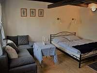 Obývací ložnice - chalupa k pronajmutí Týnec u Břeclavi