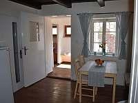Průhled z kuchyně do předsíně a koupelny - Týnec u Břeclavi