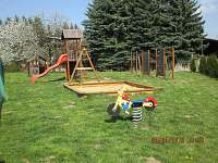 dětské hřiště u chaty