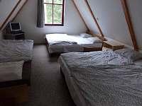 Ložnice v podkroví (6 lůžek) - pronájem chaty Lančov