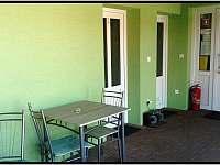 vchod do pokoje č.2 a č.3 recepce - Šanov