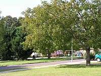 Dětské hřiště v parku - Tasov