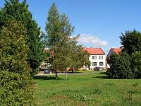 Pohled z parku - apartmán k pronájmu Tasov