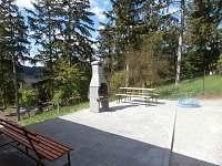 vekovní posezení s krbem - chata k pronájmu Boskovice