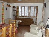 Obývací pokoj - chata k pronájmu Čeložnice
