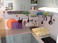 2) kuchyň