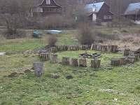 Výhled na okolní chaty