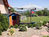 Dětský koutek - domeček s pískovištěm
